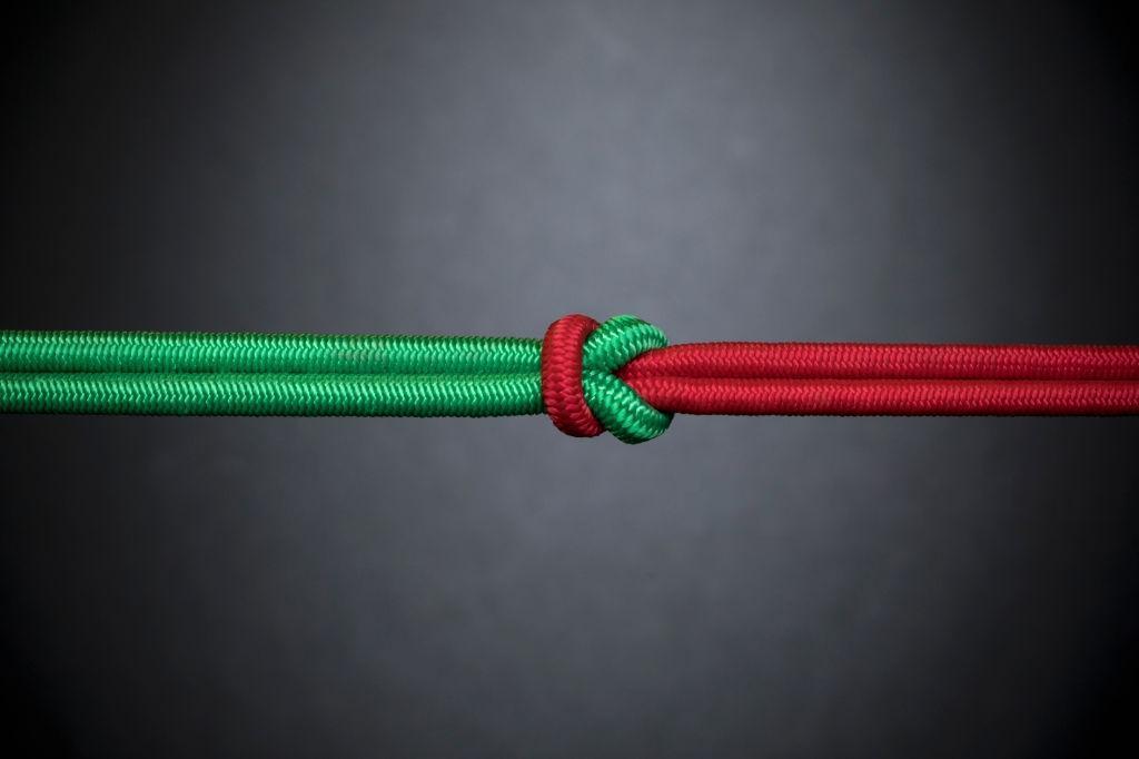 طناب به هم گره خورده